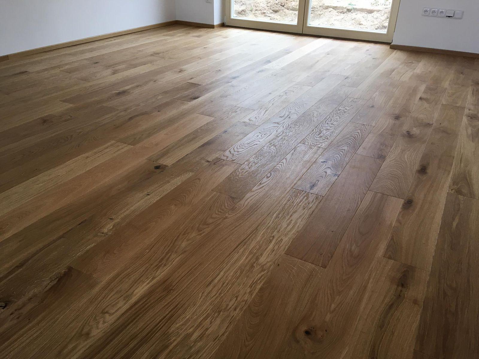 Zhotovení třívrstvé podlahy, ukázka pokládky dubové podlahy